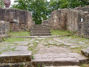Der Südeingang der Basilika