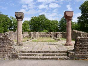 Blick in die Basilika vom Westwerk