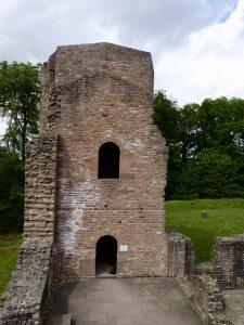 Nördlicher Treppenturm mit Eingang und Austritt auf die Empore; hier nahm der Kurfürst zuweilen an der Messe teil