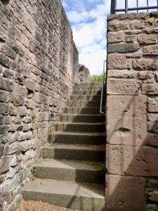 Treppe zur Westkrypta