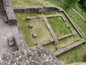 Blick auf den westlichen Vorhof (Paradies oder Atrium) vom Nordturm