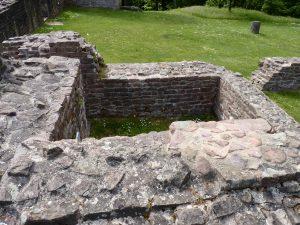 Fundamente des Glockenturms, der 1503 auf den (damals hier befindlichen) Schlafsaal und drei Patres fiel