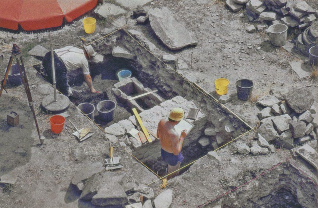 Ausgrabung in der Kirche. Foto: Institut für Ur- und Frühgeschichte Universität Heidelberg